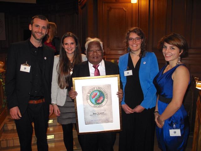 Congratulating Basil Fernando for his prize! //  Gratulation an Basil Fernando für seinen Preis!